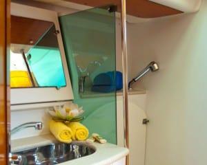 Encore-49-Jeanneau-bathroom