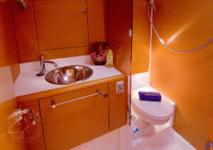 """LeiZar"" Jeanneau Sun Odyssey 439 The Bathroom"