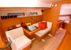 LeiZar Jeanneau Sun Odyssey 439 Navigation Table