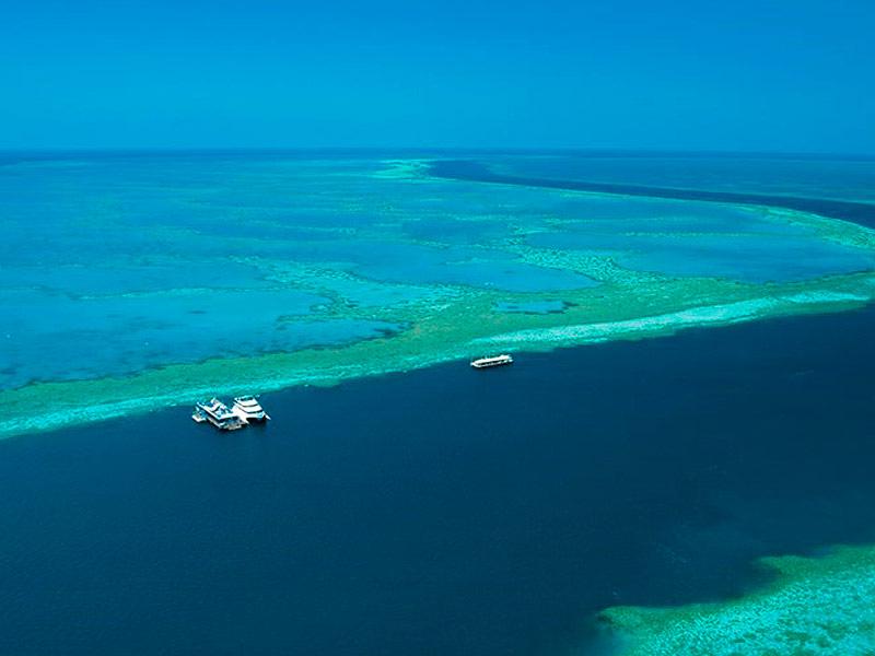 Cruise Whitsundays Reefworld pontoon at Hardy Reef, Great Barrier Reef marine park